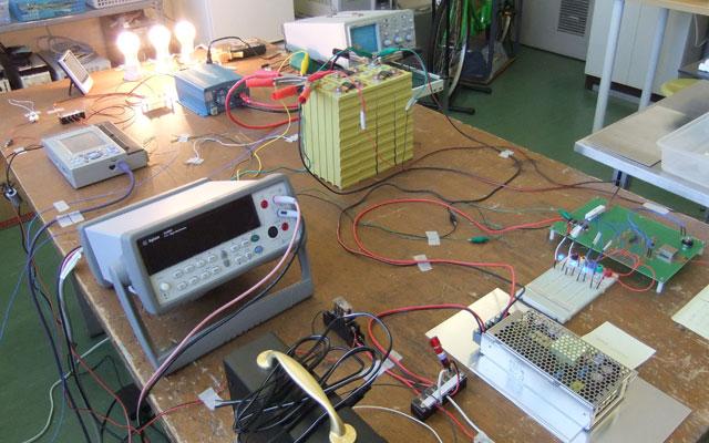 図4 リチウムイオン電池蓄電システム実験機